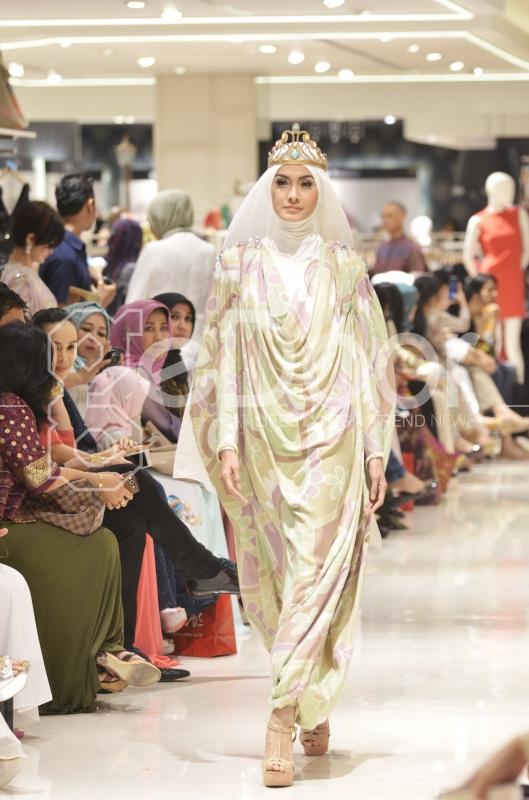 Fashion Show Daian Pelangi Di Galeries Lafayette
