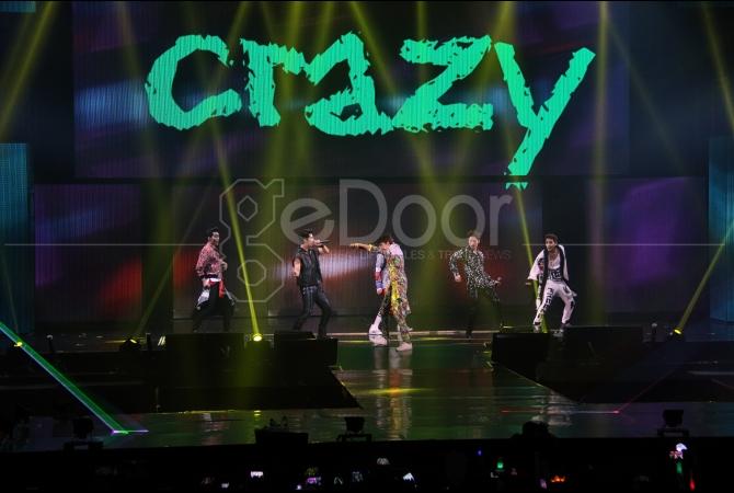 2PM juga sempat menyanyikan lagu 'Dekat di Hati' milik RAN sebagai bagian dari penampilan spesial mereka.