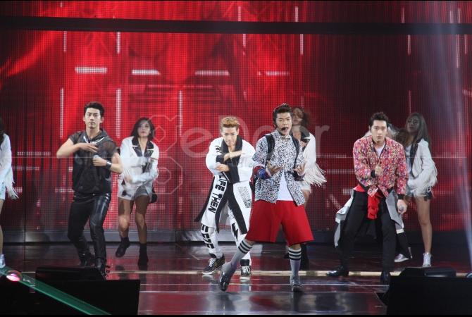 Konser 'Go Crazy Tour 2015' ini berlangsung di Istora Senayan, Jakarta, pada 28 Maret 2015 lalu