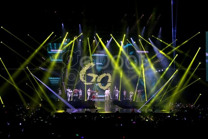 Konser ini juga sempat terjadi perubahan jam pertunjukan menjadi lebih awal dari waktu yang ditentukan