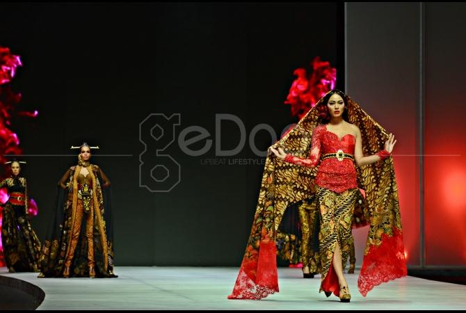 Putri Indonesia 2013, Wulandary Herman mengenakan kebaya karya Anne Avantie di IFW 2015