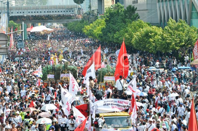 Dengan Diarak Puluhan Ribu Orang Hantar Jokowi-JK Menuju Istana