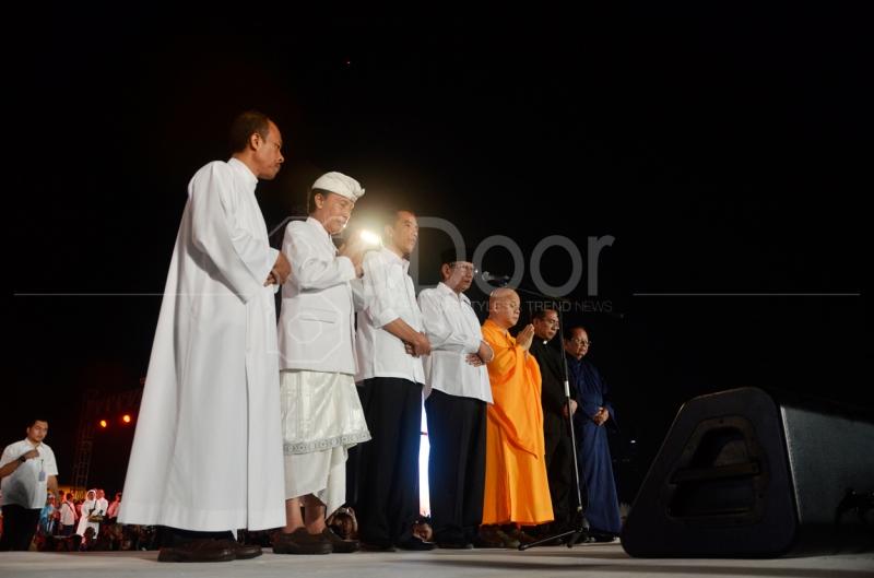 Jokowi Doa Bersama Para Tokoh Agama