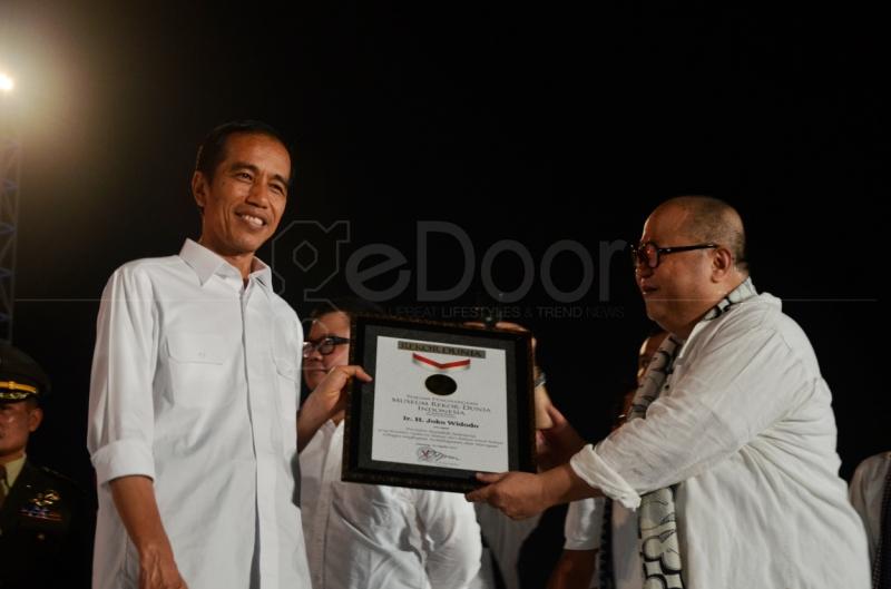 Pelantikan Jokowi Raih Penghargaan Rekor Dunia Museum Rekor Indonesia