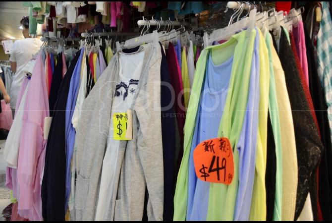 Hampir semua keperluan untuk menunjang penampilan Anda ada di sini mulai dari baju, sepatu, tas, pakaian dalam, hingga aksesoris dijual dengan harga yang cukup murah