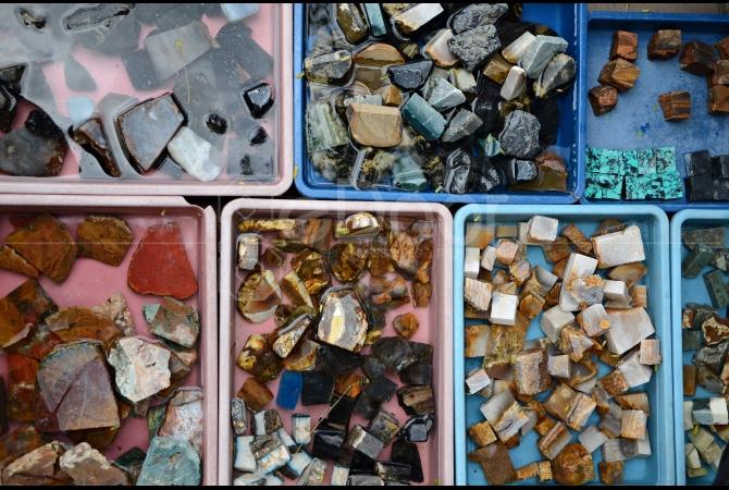 Batu dari berbagai daerah di Indonesia ada di sini