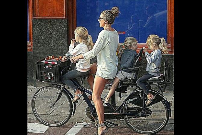 Seorang ibu dan putri-putrinya dari Belanda