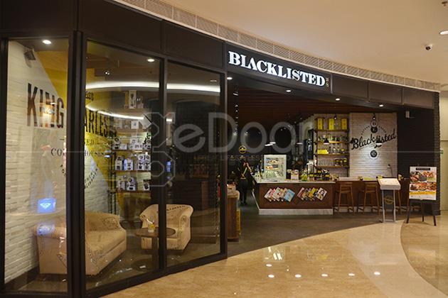 Blacklisted Coffee Tempat Nongkrong yang Asik Sambil Bersantap