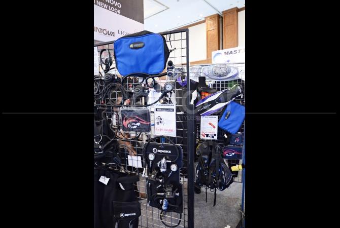 Peralatan untuk diving yang dijual oleh salah satu produsen perlengkapan alat diving