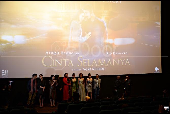 Para pemain film Cinta Selamanya hadir dalam gala premiere