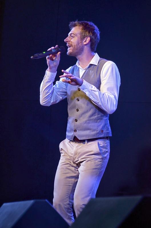 Grup Ini dibentuk Oleh lima vokalis Yakni Tineke Blok, Margriet van Duijvenbode, Joyce-Lou van Ras,  Paul Maaswinkel, Dan Henk Kraaijeveld