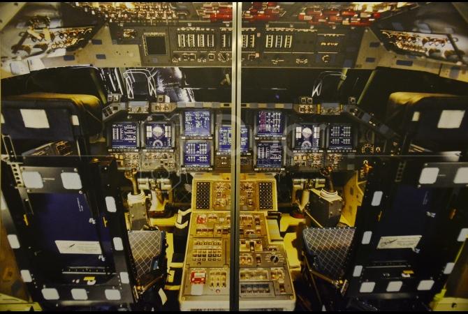 Ilustrasi bagian depan pesawat luar angkasa