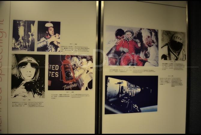 Ilustrasi berupa gambar tentang bagaimana para astronot bekerja di luar angkasa
