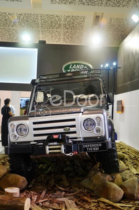Land Rover Classic Di Tampilkan Di Ajang IIMS 2014