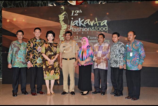 Jajaran Petinggi Jakarta Fashion Food Festival bersama Wakil Gubernur DKI Jakarta saat peresmian JFFF 2015 di Balai Kota