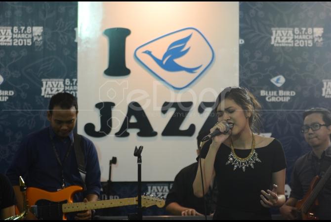 Yemima sebagai penyanyi pendatang baru yang tampil di panggung sponsor Java Jazz 2015