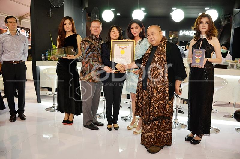 V-KOOL Raih  Penghargaan MURI Di Ajang IIMS 2014