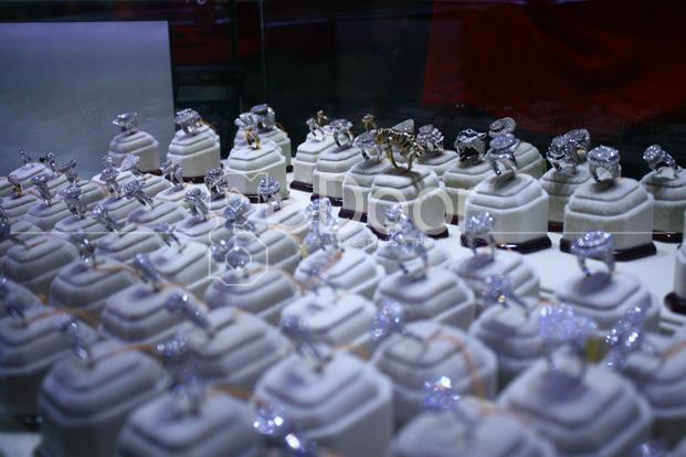 Kerlap-Kerlip Perhiasan Di Jakarta International Jewellery Fair 2013