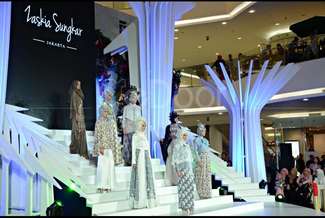 Karya Zaskia Sungkar didominasi dengan warna-warna pastel