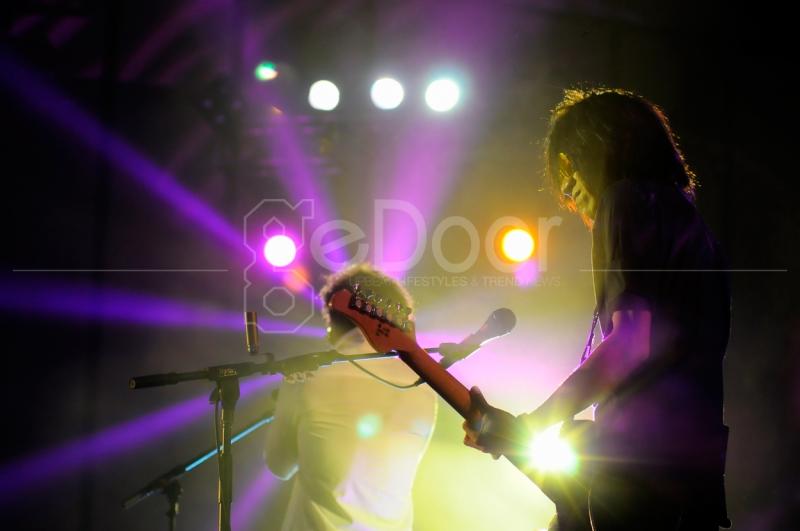 Permainan Gitar  Khas Gaya Rock-Blues Dari Abdee Negara