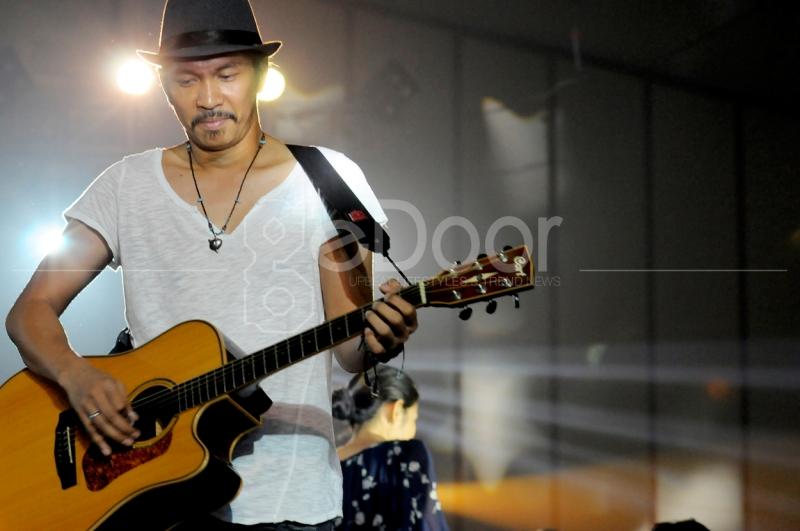 Ridho Hafidz Gitaris Slank Unjuk Kebolehan Pada Konser Ini