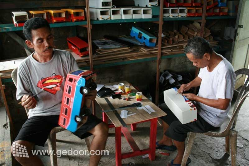 Mainan kayu khas Karawang