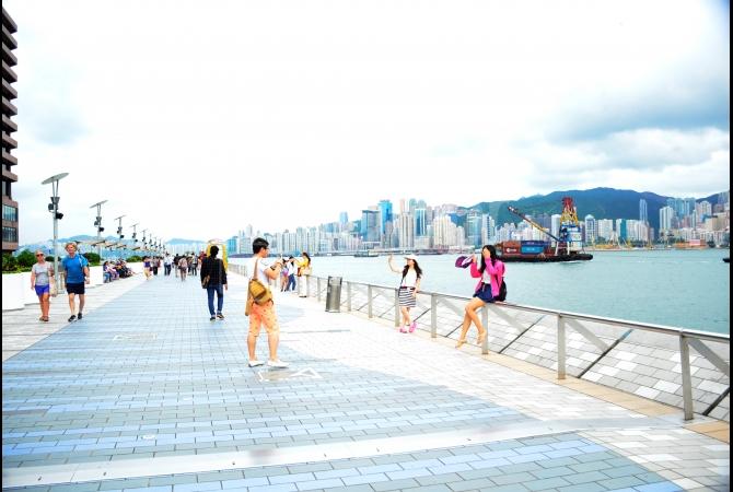 Avenue of Stars ini bisa dikatakan versi Walk of Fame-nya aktris Hong Kong