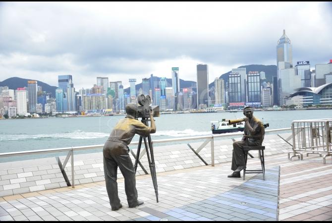 Sepanjang jalan diceritakan perjalanan sejarah perfilman Hong Kong selama seratus tahun terakhir