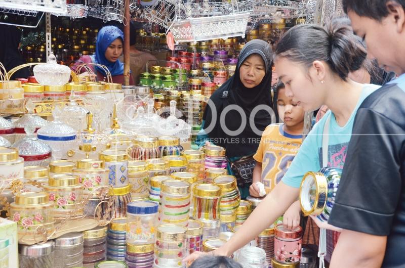 Toples Kue Di Pasar Mester