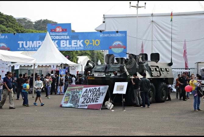 Anoa, kendaraan milik TNI ikut meramaikan Tumplek Blek 2015