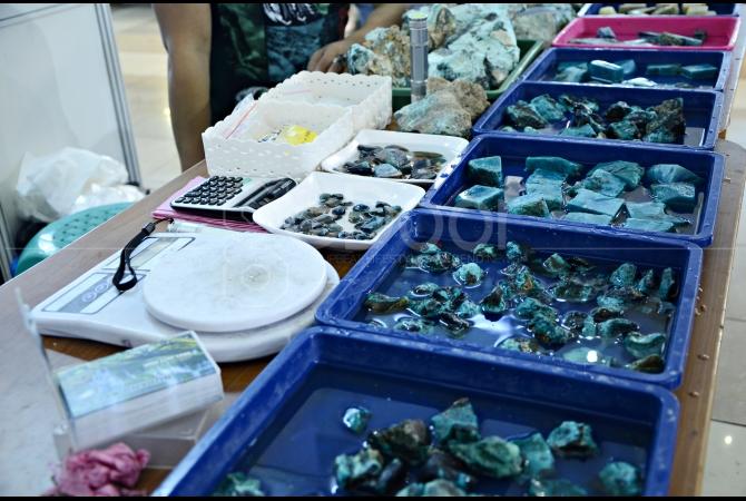 Batu Bacan menjadi banyak incaran kolektor batu yang datang mengunjungi pameran ini