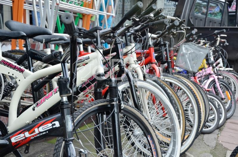 Mau Sepeda Merek Lokal Maupun Impor Tersedia Di Pasar Rumput