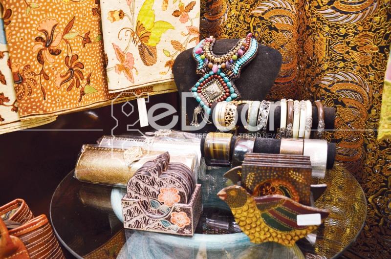 Kembang Setaman Batik Pasar Festival Kuningan