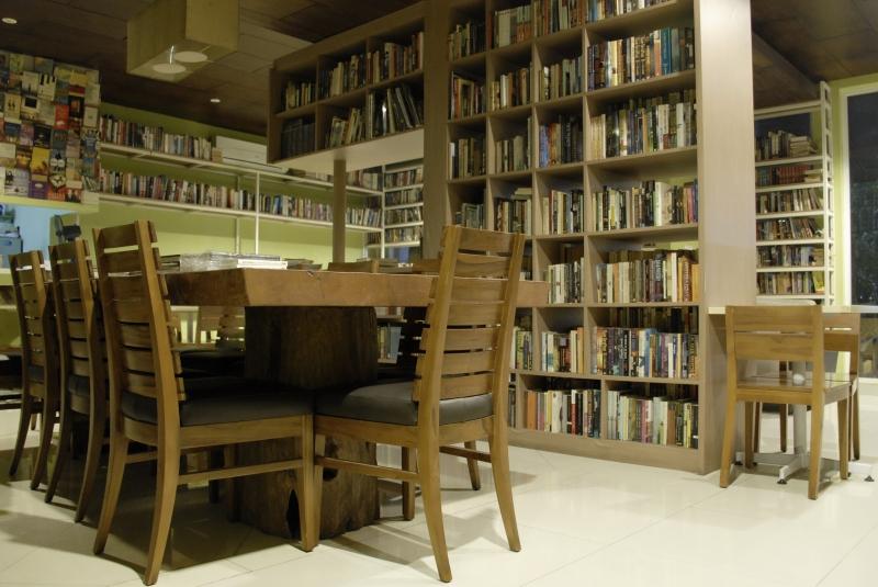 Cafe Dengan Konsep Perpustakaan Di Jakarta