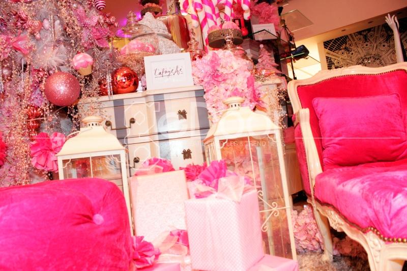 Sesuai Dengan Tema Candyland Christmas, Sebagian Ruangan Dihiasi Dominan Dengan Warna Pink