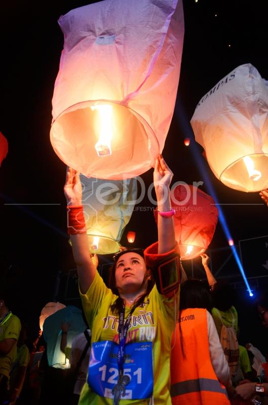 Padan Lantern Night Run Ini Didakannya Pelepasan Ribuan Lampion Oleh Peserta Setelah Berhasil Melewati Garis Finish