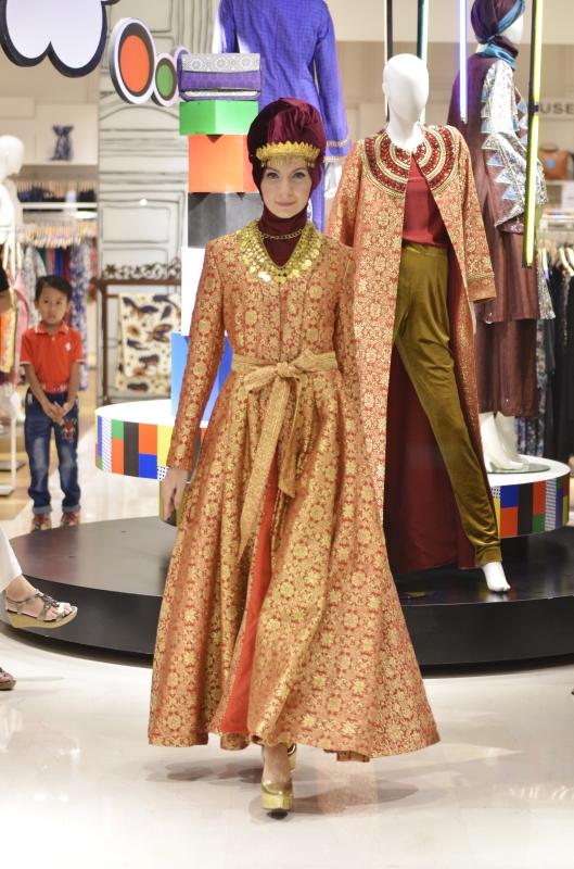 Dian Pelangi Menciptakan Busana Muslim Yang Ready To Wear