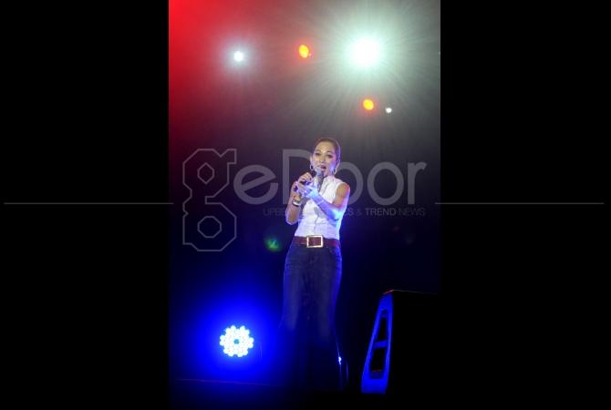 Penyanyi asal Malaysia, Sheila Majid Menghibur para penggemarnya di Indonesia