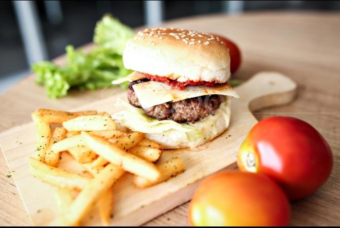 Trafique Jammed Burger dengan porsi yang bikin kenyang perut