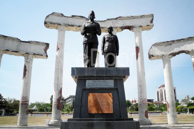 Patung Soekarno Hatta Di Monumen 10 Nopember