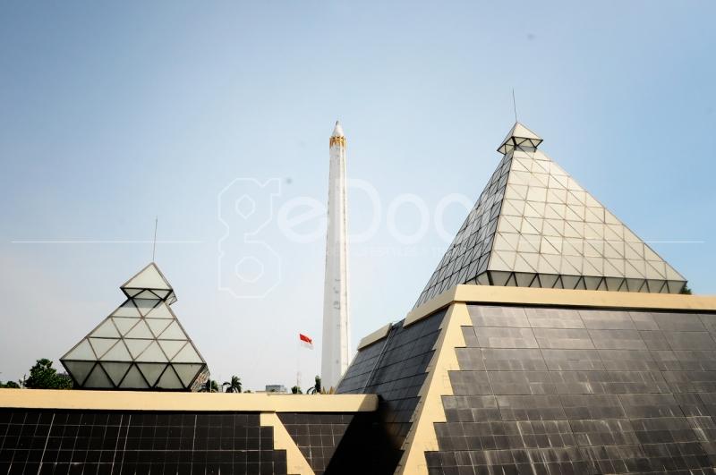 Tugu Yang Melambangkan Perjuangan Rakyat Surabaya