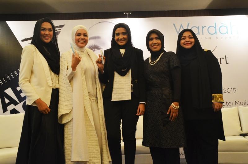 Pada Launch Produk Terbaru Dari Wardah Cosmetic Diramaikan Pula Oleh Dewi Sandra Dan  Zaskia Sungkar