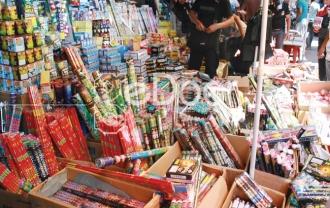 Aneka Kembang Api Dan Petasan Di Pasar Asemka