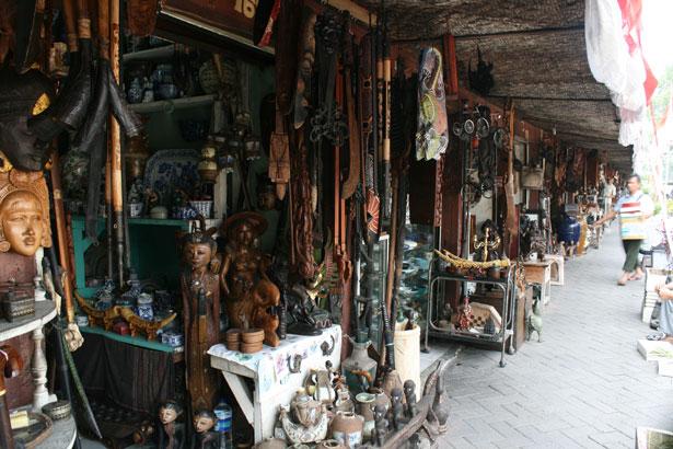 Pasar Barang Antik Jl. Surabaya